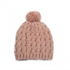 Bonnet bébé couleur marron glacé avec torsades orné d un pompon, tricoté  main en 6dbcaa903be