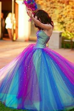 This dress is just so much fun! I LOVE it!!