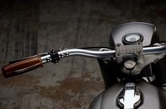 Revival Cycles Monza - Moto Guzzi V50 : Posh Grips, small switches, rough factory triples and a Motogadget speedo with the works.