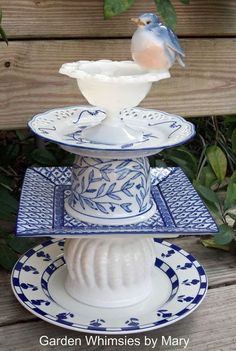 Garden Totem Birdfeeder Centerpiece Blue and White - - - or a lamp! Flower Plates, Glass Flowers, Glass Birds, Garden Totems, Glass Garden Art, Glass Art, Garden Crafts, Garden Projects, Yard Art Crafts