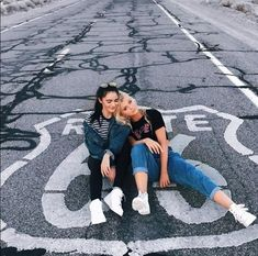 vind-ik-leuks, reacties - loren gray ( o Bff Poses, Friend Poses, Friends Instagram, Instagram Pose, Best Friend Pictures, Bff Pictures, Travel Pictures, Best Friend Photography, Couple Photography