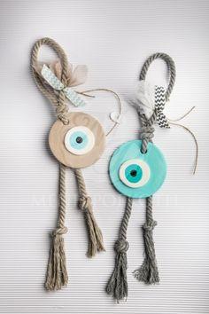 Μπομπονιέρες βάπτισης κεραμικό μάτι σε δύο αποχρώσεις με βαμβακερό κορδόνι κ σεβρόν κορδέλα Clay Crafts, Diy And Crafts, Arts And Crafts, Evil Eye Art, Fun Party Themes, Baby Boy Baptism, Ideias Diy, Crafts Beautiful, Diy Craft Projects