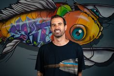 Bob Burnquist na sede de seu Instituto no Rio de Janeiro (Foto: Getty Images)  Jogar o remake Tony Hawk's Pro Skater 1+2, lançado na última sexta-feira (4), é ter contato com um game que lá em 1999 dividiu com os X Games (olímpiadas dos esportes radiciais inaugurada em 94) e com o posterior longa Os Reis de Dogtown o papel de sedimentar o skate na estética e cultura da virada do milênio. Se você era jovem na época, esse ped