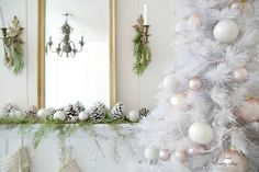 Home Chic Club: 10 Christmas Color Schemes - Christmas Decoration Ideas