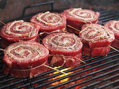 How to Make Grilled Stuffed Flank Steak Pinwheels - BBQ - Rezepte & Tipps - Flank Steak Recipes, Flank Steak Rolls, Steak Roll Ups, Grilling Flank Steak, Beef Steak Recipe, Thin Steak Recipes, Grill Barbecue, Skirt Steak Recipes, Bbq Steak