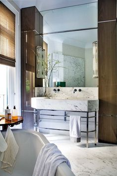 I get butterflies for interiors with a bold take on color. This home in Madrid, belonging to designer, Luis García Fraile has me droo. Feng Shui Your Life, Mom Pictures, Have A Good Weekend, Dog Houses, Architect Design, Elle Decor, Decoration, Double Vanity, Madrid