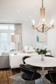 Gorgeous aDon't have enough space for the dining room? No problem, you can still have a small condo dining room that can actually feel more personal. A small dining room becomes very fitting you have if you live in an apartment or small house. Small Space Living, Small Spaces, Small Dining, Living Spaces, Condo Interior Design, Minimalist Dining Room, Style Me Pretty Living, Comfortable Living Rooms, Accent Chairs For Living Room