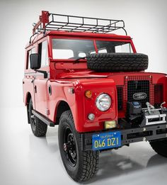 1971 Land Rover Defender in this luscious poppy red finish paint job was a fab rebuild by Classic Car Studio, a St. Land Rover Defender, Harley Davidson Sidecar, All Terrain Bike, Land Rover Series 3, Super Sport Cars, Race Engines, Off Road, Expedition Vehicle, Camping Equipment