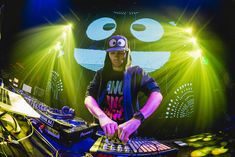 Insanity Nightclub on Sukhumvit Soi 11 welcomed the up-and-coming DJ and producer, Naeleck. He is best known for his track Violence, which was the . Girl Dj, Night Club, Parties, Concert, Pictures, Musik, Fiestas, Photos, Concerts