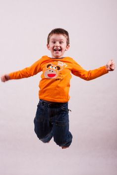 T-shirt with printed design of funny monkey, long sleeves. Round collar. Made of 100% cotton.