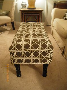 DIY coffee table to ottoman. Great idea for a small apartment.