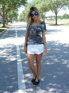 look street style alpargata and skull tee // espadrille // mirror sunglasses