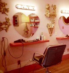 retro salon with heart mirrors Home Hair Salons, Home Salon, Mini Sala, Kitsch, Pink Salon, Heart Mirror, Mirror 3, Mirror Image, Saloon