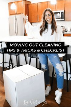 I am so happy I found this moving out cleaning out guide right before I move out this month! Everything I need is right here in this post and I won't have a hard time cleaning at all! Dorm Cleaning, Move Out Cleaning, Bathroom Cleaning Hacks, Cleaning Checklist, Cleaning Supplies, Moving House Tips, Moving Tips, Moving Out, Moving Hacks