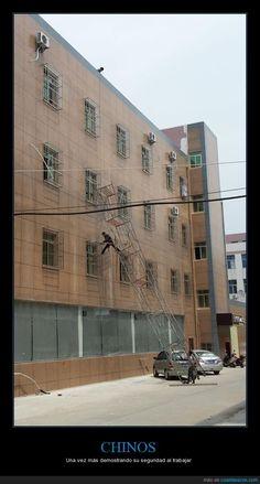 La seguridad ante todo - Una vez más demostrando su seguridad al trabajar   Gracias a http://www.cuantarazon.com/   Si quieres leer la noticia completa visita: http://www.estoy-aburrido.com/la-seguridad-ante-todo-una-vez-mas-demostrando-su-seguridad-al-trabajar/