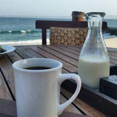 #cafenecesario junto a la playa...