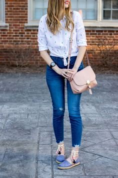 casual spring outfit idea high rise distressed jeans lace up chambray espadrille TOMS shoes old navy cactus buttondown shirt Outfit Jeans, Lässigen Jeans, Distressed Jeans Outfit, Lace Outfit, Distressed Denim, Blue Jeans, Mom Jeans, Spring Outfits Women Casual, Summer Outfits