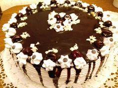 Feketeerdő tortám, mi nagyon szeretjük ezt a fenséges krémes csodát!