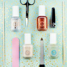 Treat your nails to a spa day with this essie nail care combo. Take care of your nails with these nourishing treatments like 'apricot cuticle oil', base coats like 'grow stronger' and top coats like 'good to go' to get the perfect essie manicure.
