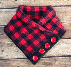 Crochet buffalo plaid cowl pattern for free. Complete instructions and plenty of photos in this amazing tutorial. Plaid Crochet, Crochet Scarves, Crochet Hats, Crochet Dresses, Knit Crochet, Crochet Clothes, Crochet Hook Sizes, Crochet Stitches, Modern Crochet Patterns