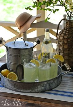 Vintage Lemonade Bar !