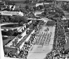 Battle of Flowers parade passing the partially restored convento (Long Barracks) of the Alamo Texas History, San Antonio, City Photo, Restoration, Battle, Flowers, Construction, Image, Usa
