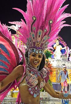 Rio de Janeiro came alive on Monday night as the second parade for the Brazilian city's Carnival got underway, with a cocktail of glamour, eccentric costumes and samba anthems. Carnival Fashion, Carnival Girl, Brazil Carnival, Carnival Outfits, Rio Carnival Dancers, Brazilian Carnival Costumes, Carribean Carnival Costumes, Caribbean Carnival, Costume Carnaval