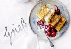Panierte-Grieß-Nuss-Schnitten mit Kirschkompott und Vanillesauce