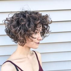50 short curly hair ideas to enhance your style game - Beliebt Frisuren - Short Curly Haircuts, Short Curly Bob, Curly Bob Hairstyles, Long Curly, Medium Curly, Layered Hairstyles, Hairstyle Short, Prom Hairstyles, Easy Hairstyles