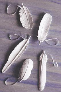 Os Gilded Hare: Penas de argila DIY