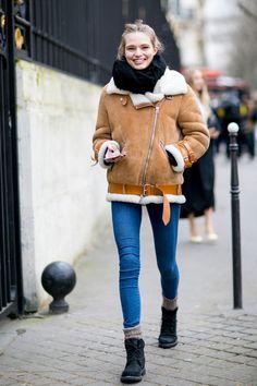look calça jeans e jaqueta