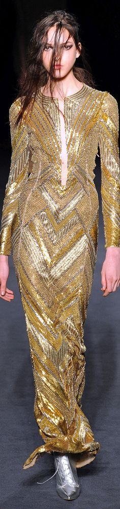 Fall 2013 Ready-to-Wear Julien Macdonald