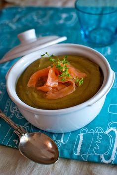 Receta de 'sopa lentejas con salmón' de Pepekitchen para el blog 'A tu Gusto' de superSol. La mejor gastronomía :)