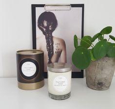 Les bougies KOBO Candles ce sont des bougies parfumées cire de soja avec des parfums délicats + un bel écrin cadeau et une boîte d'allumettes offerte pour cette belle collection avec la boîte cylindrique ! Corian, Parfum Fragrance, Candles, Lotus, Surfboard Wax, Wrapping, Gift, Love