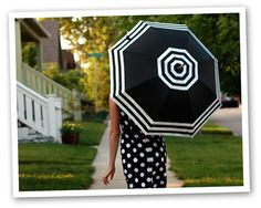 cute DIY for adding stripes to a plain umbrella