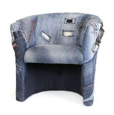 Just Jeans is als het ware een explosie aan spijkerbroeken, dit zorgt voor een stoel vol zakken, ritsen, knoopsgaten en broekspijpen. Van Creatieve-stoffering via http://nl.dawanda.com/