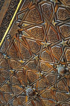 Arch Architecture, Islamic Architecture, Wood Carving Art, Wood Art, Jaali Design, Islamic Patterns, Bright Paintings, Turkish Art, Moroccan Design