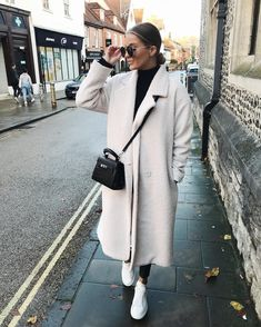 is Coming… Autumn - Fall - Winter - September - Fashion - Inspiration - Poem - Thoughts - Olsen Twins - Anniken - Annijor - Zoella - Zoe Sugg - OOTD Street Style Looks, Looks Style, Mode Outfits, Fashion Outfits, Fashion Trends, Fashion Bloggers, Dress Outfits, Fashion 2020, Fashion Mode