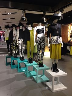 Dark craft styling in topshop Melbourne Boutique Decor, Boutique Interior Design, Boutique Stores, Pallet Interior Ideas, Visual Merchandising Fashion, Clothing Store Design, Mannequin Display, Fashion Displays, Accessories Display