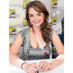 Milana Vayntrub: 22 Hottest Photos Of AT&T Ad Girl