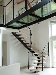 L'Art de Fer artisan métallier d'art - conception sur mesure d'escalier métallique en Bretagne - Accueil>Les ouvrages>escaliers contemporains>escaliers 2-4 tournant