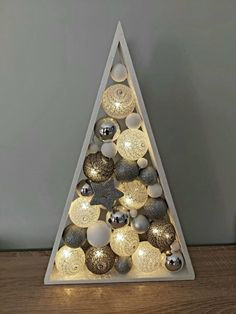 Christmas Crafts For Gifts, Christmas Home, Christmas Holidays, Christmas Wreaths, Christmas Decorations, Holiday Decor, Christmas Window Display, Wooden Christmas Trees, Xmas Tree