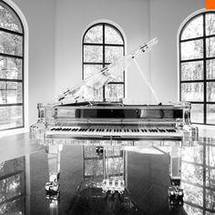 The Art of Design and the Beauty of Music by Crystal Pianos00 La Dulzura del Diseño y la Artesanía del Sonido por Crystal Pianos