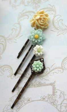 vintage inspired bobby pins. love these!