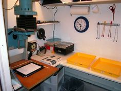darkroom ideas in small spaces  Google Image Result for http://www.mattdentonphoto.com/images/drkrm-workspace.jpg