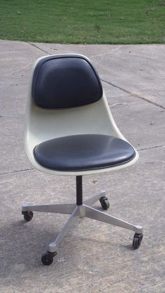 #Eames @hermanmiller PSCCA chair from the Sixties