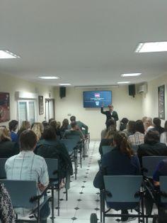Recibiendo una charla de la historia de #ChocolatesValor #HZEELAND #Holandeses #Alicante #UA #2014 #CSI #ALCexperience #ExperienceUA #SpanishCoursesUA #ErasmusUA2014