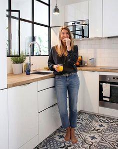 Maialen Paris 2 me - Inside Closet Bathroom Interior Design, Kitchen Interior, New Kitchen, Interior Design Living Room, Kitchen Dining, Kitchen Cabinets, Kitchen Sink, Kitchen Ideas, Interior Ideas