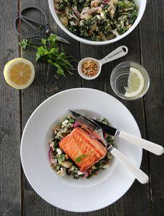 PANNESTEKT ØRRET MED QUINOASALAT & FETA Fish And Seafood, Couscous, Quinoa, Dinner, Healthy, Ethnic Recipes, Norway, Bulgur, Dining