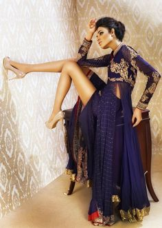 Fashion Central is an Indian fashion & lifestyle magazine. Brings news from Bollywood and Indian fashion & film industry for viewers. India Fashion, Asian Fashion, Ethnic Fashion, High Fashion, Pakistani Outfits, Indian Outfits, Desi Wear, Vogue, Indian Couture